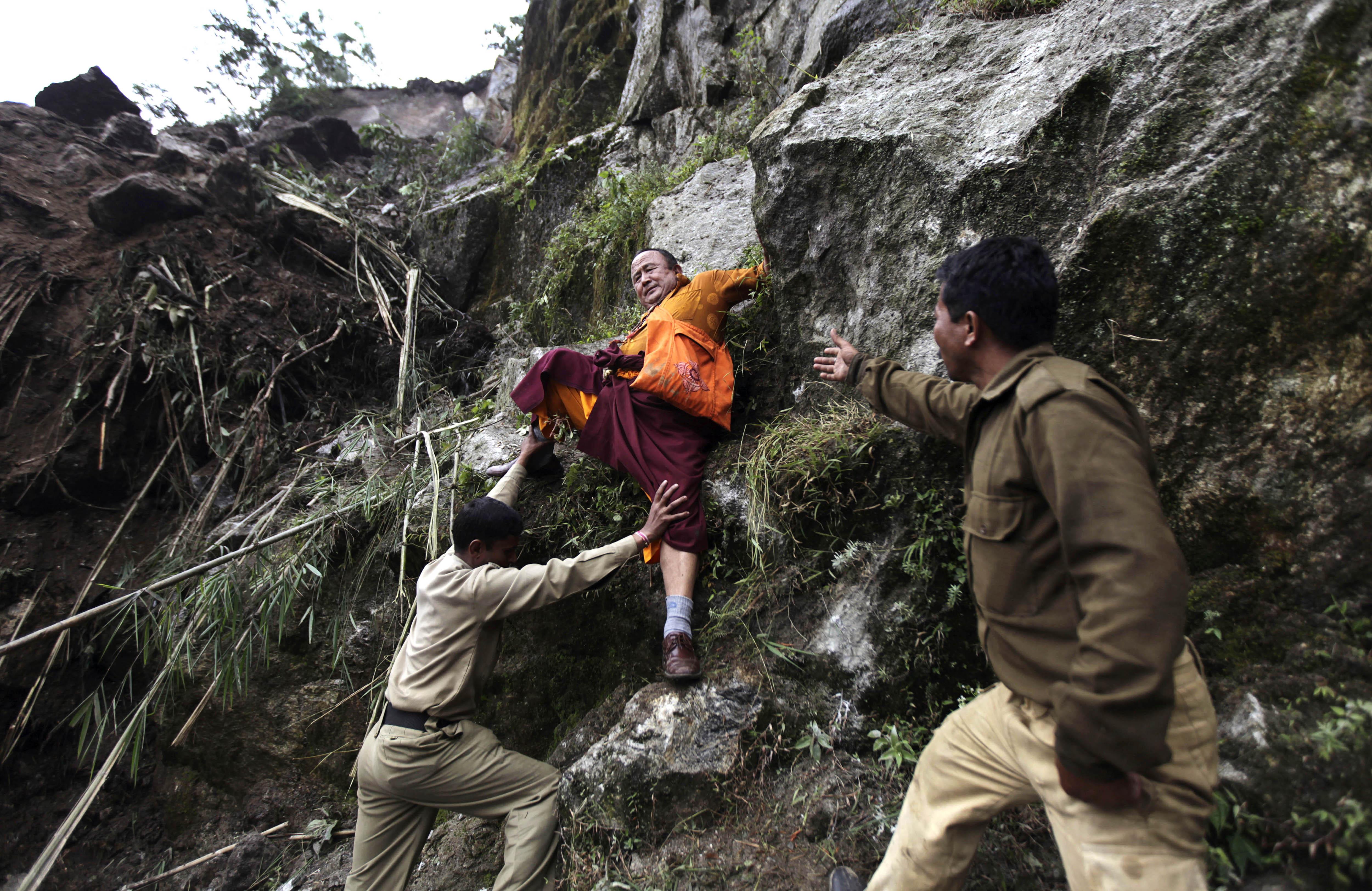 Himalayan earthquake death toll hits 81 - CBS News