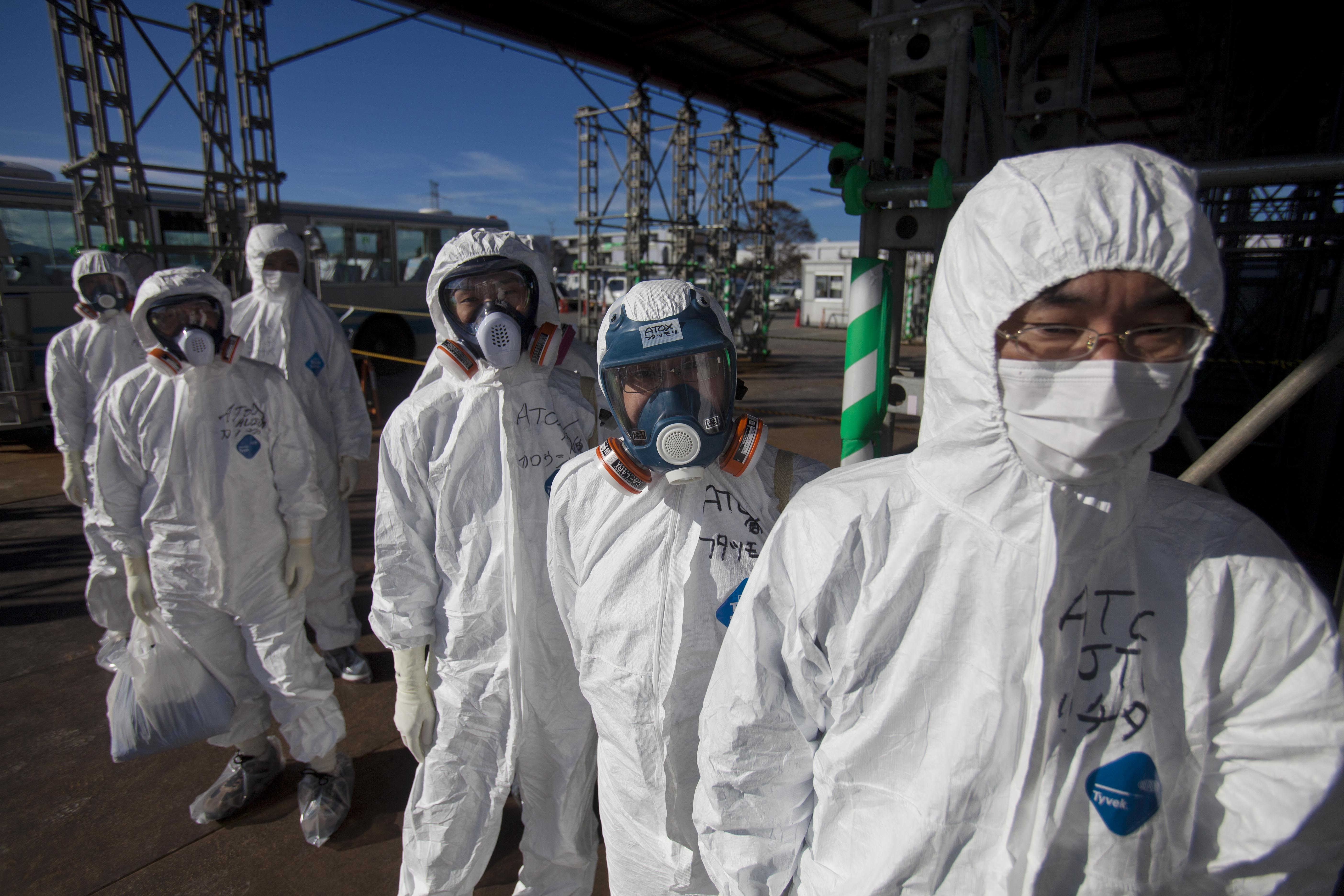 First look inside Fukushima nuclear plant - Photo 1 ...