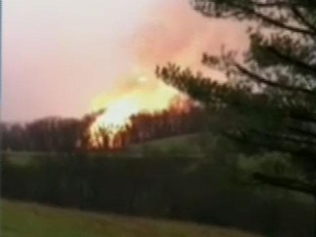 Gas line explosion rocks southern Ohio - CBS News