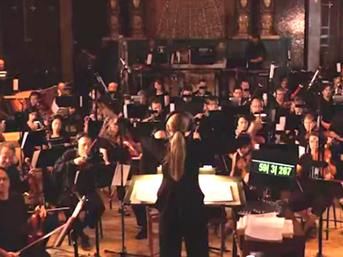 Orchestra performs iconic theme song for
