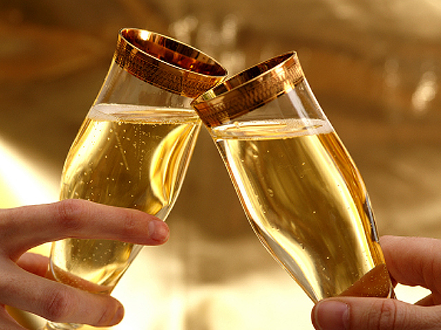 how to pace your drinking at a new years eve party