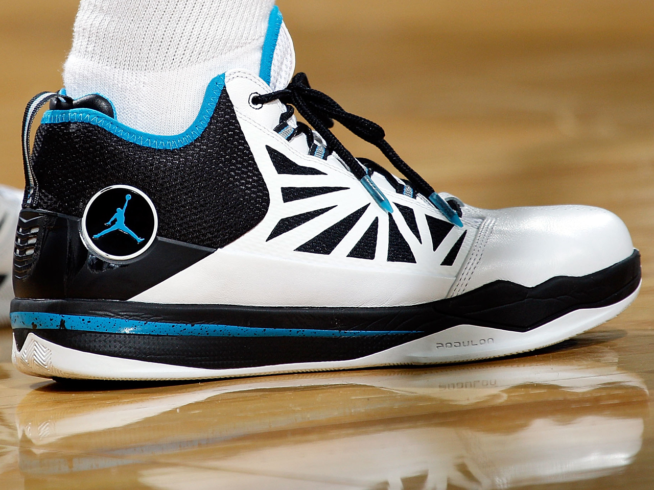 4d0d22b39ae Six-fingered Jordan logo reveals fake Nikes - CBS News