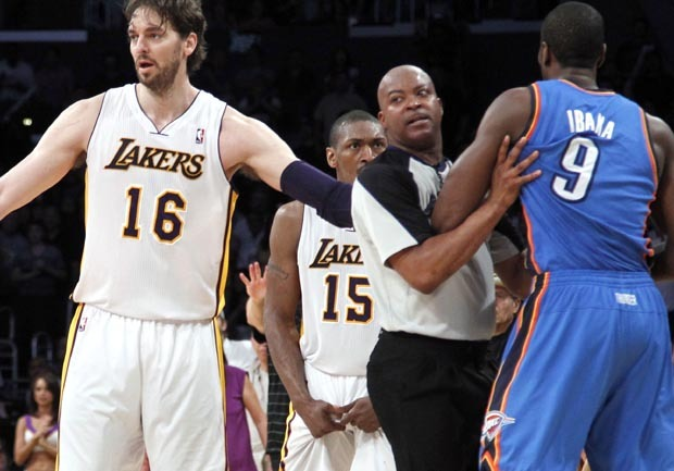 24e75ebe755 Metta World Peace suspended 7 games for elbow - CBS News