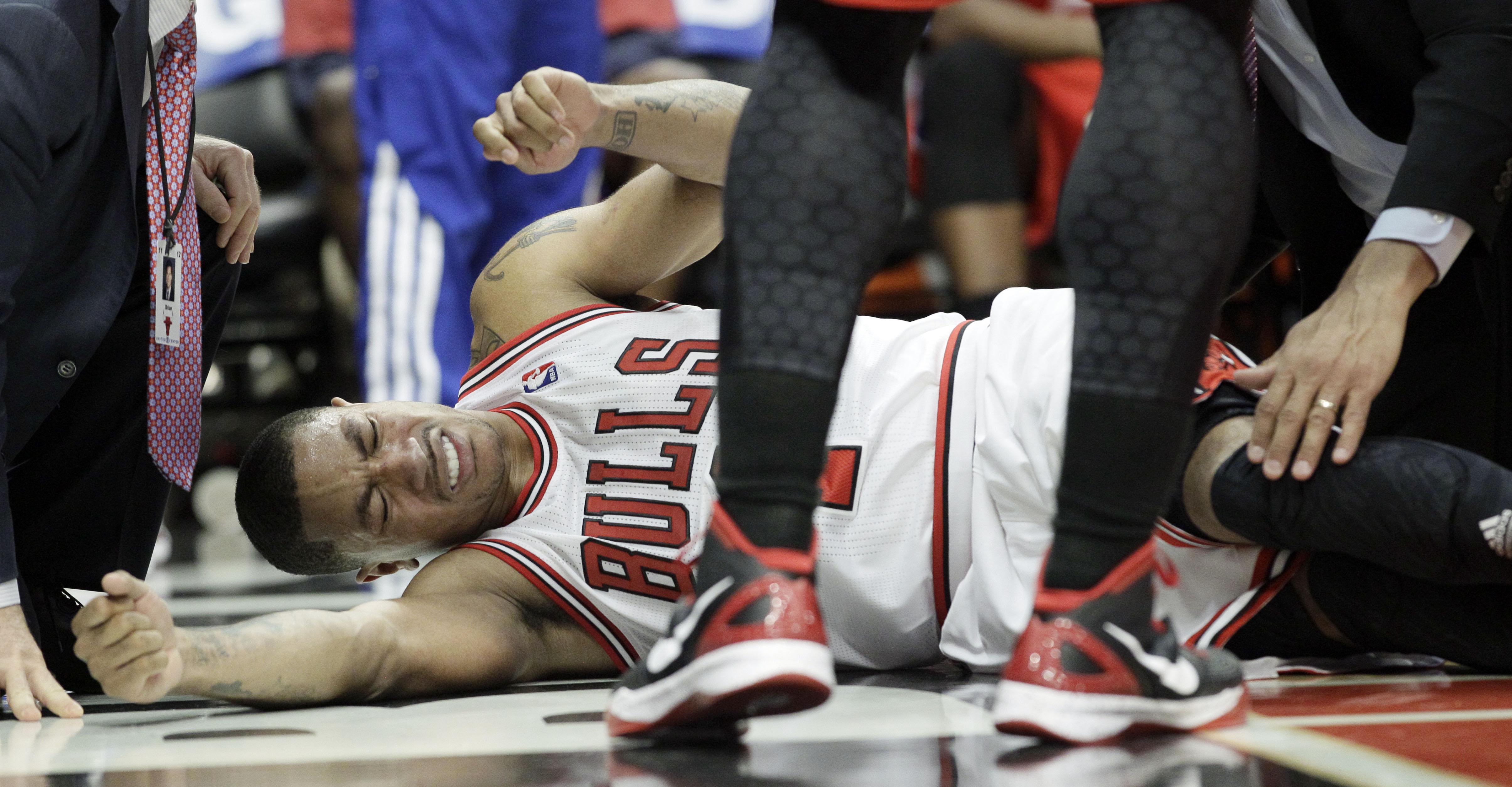 11db12f6ed8 Nike shoe designer apologizes for mocking Derrick Rose after injury ...