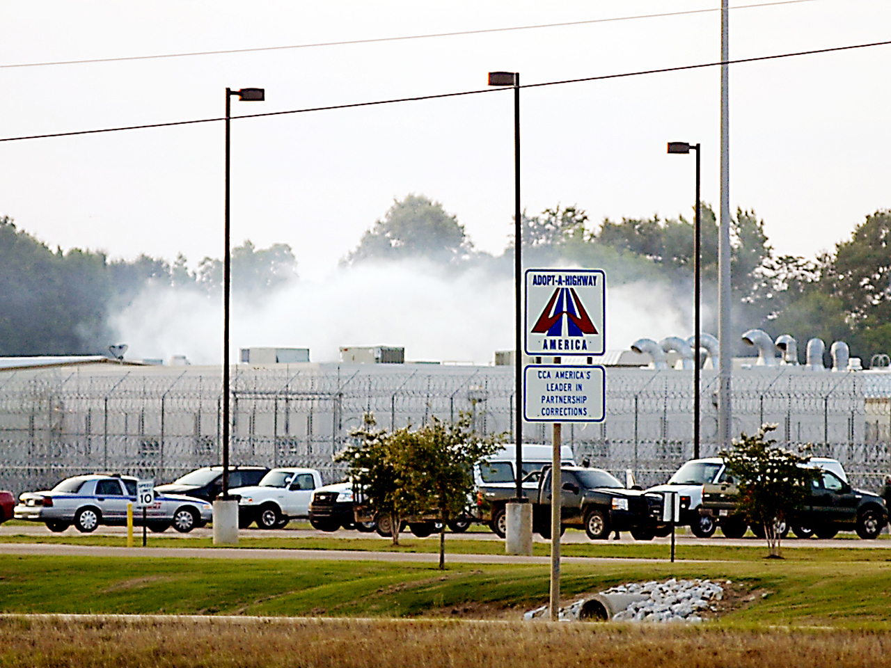 Mississippi prison riot leaves guard dead at private facility