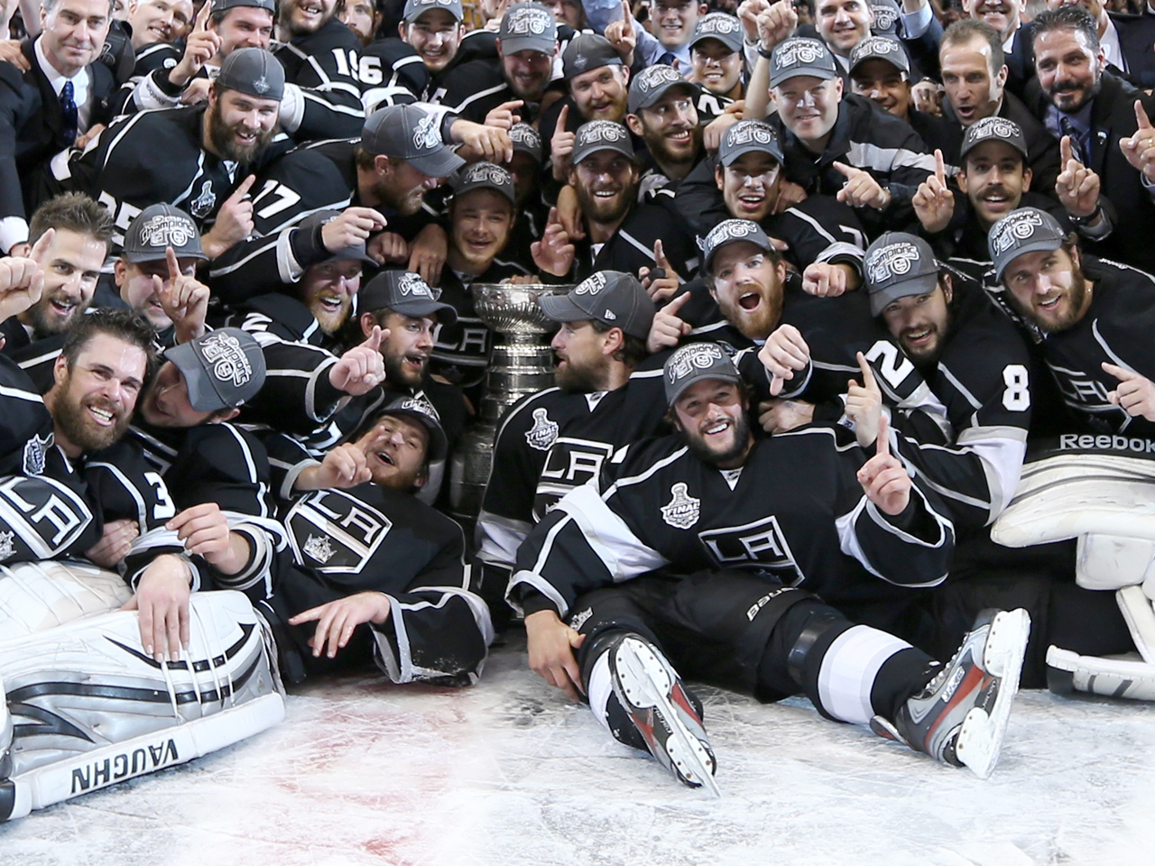 20e001223 L.A. Kings win their first Stanley Cup - CBS News