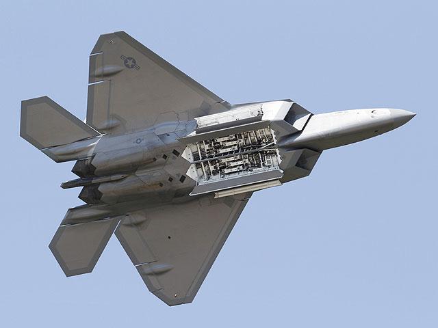 U.S. sends F-22 fighte...