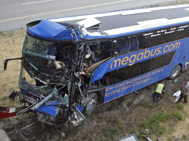 Double-decker bus slams into Illinois bridge - CBS News