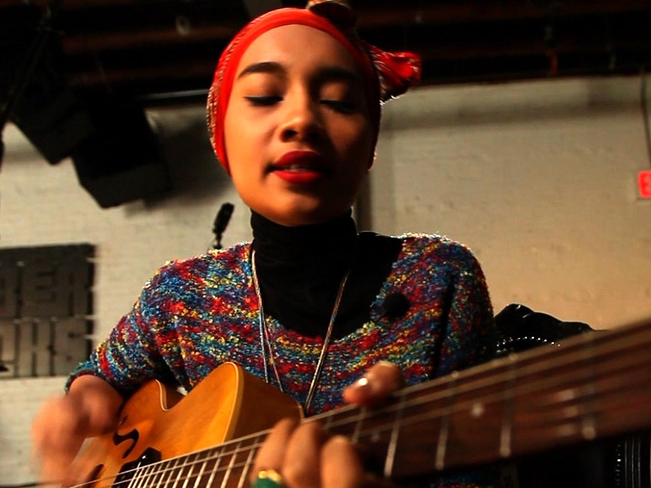 Malaysian Muslim singer Yuna making mark in U.S. - CBS News