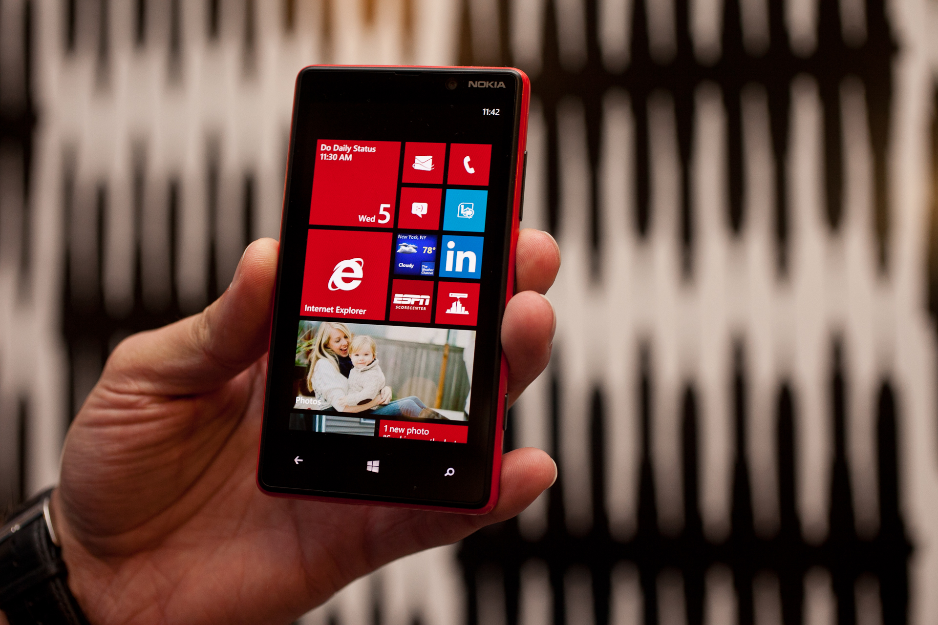 AT&T to sell Nokia's first Windows 8 phones - CBS News