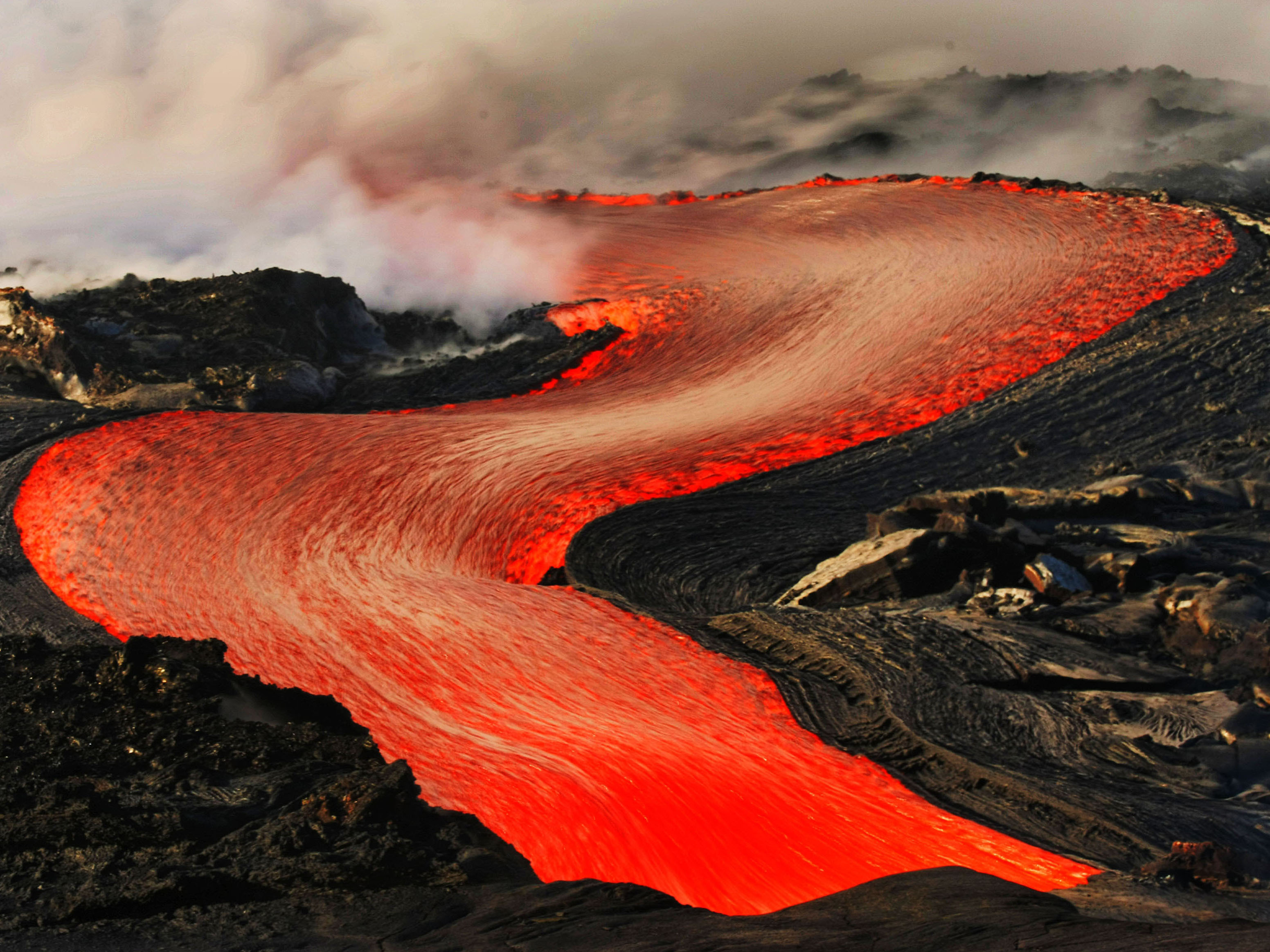dramatic lava flow in hawaii photo 1 pictures cbs news. Black Bedroom Furniture Sets. Home Design Ideas