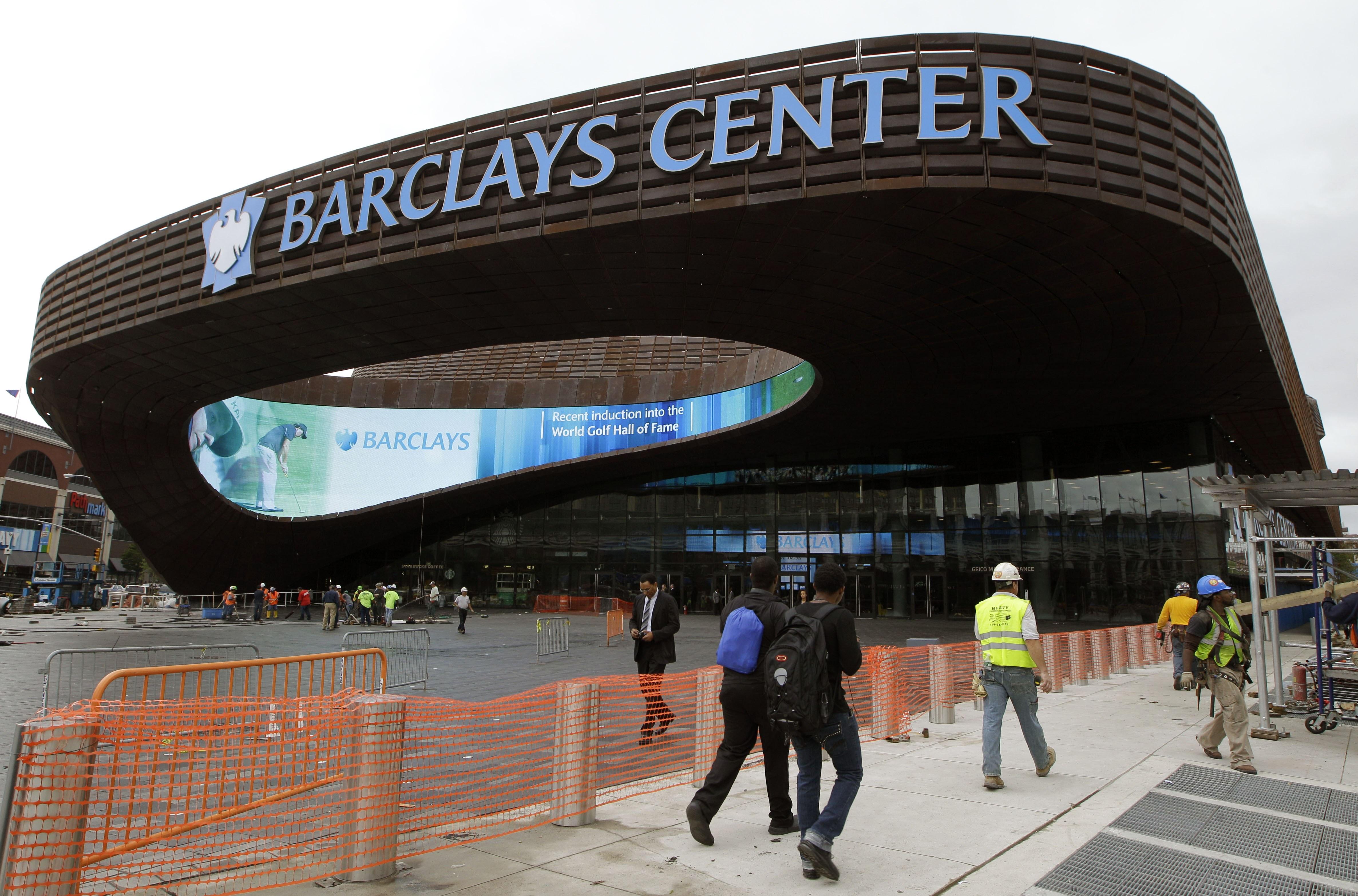 Brooklyn nets open new arena photo 1 pictures cbs news for Innenarchitektur studium new york