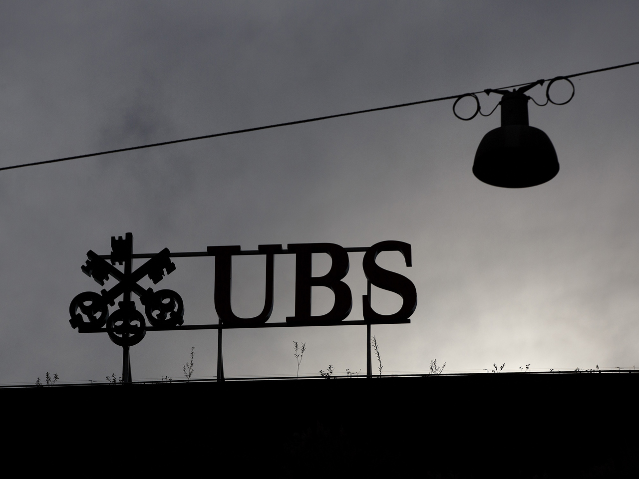 Swiss bank UBS to cut as many as 10,000 jobs - CBS News
