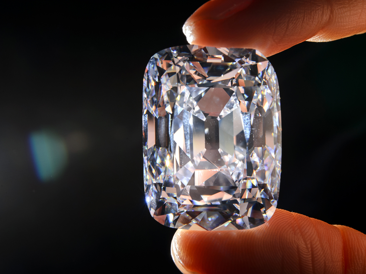 76 Carat Stone Sells In Auction For Record Price Cbs News