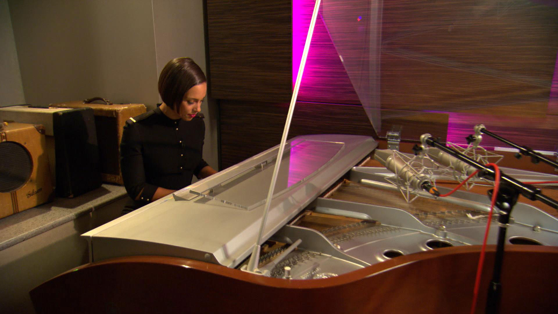 inside alicia keys 39 private recording studio photo 1. Black Bedroom Furniture Sets. Home Design Ideas