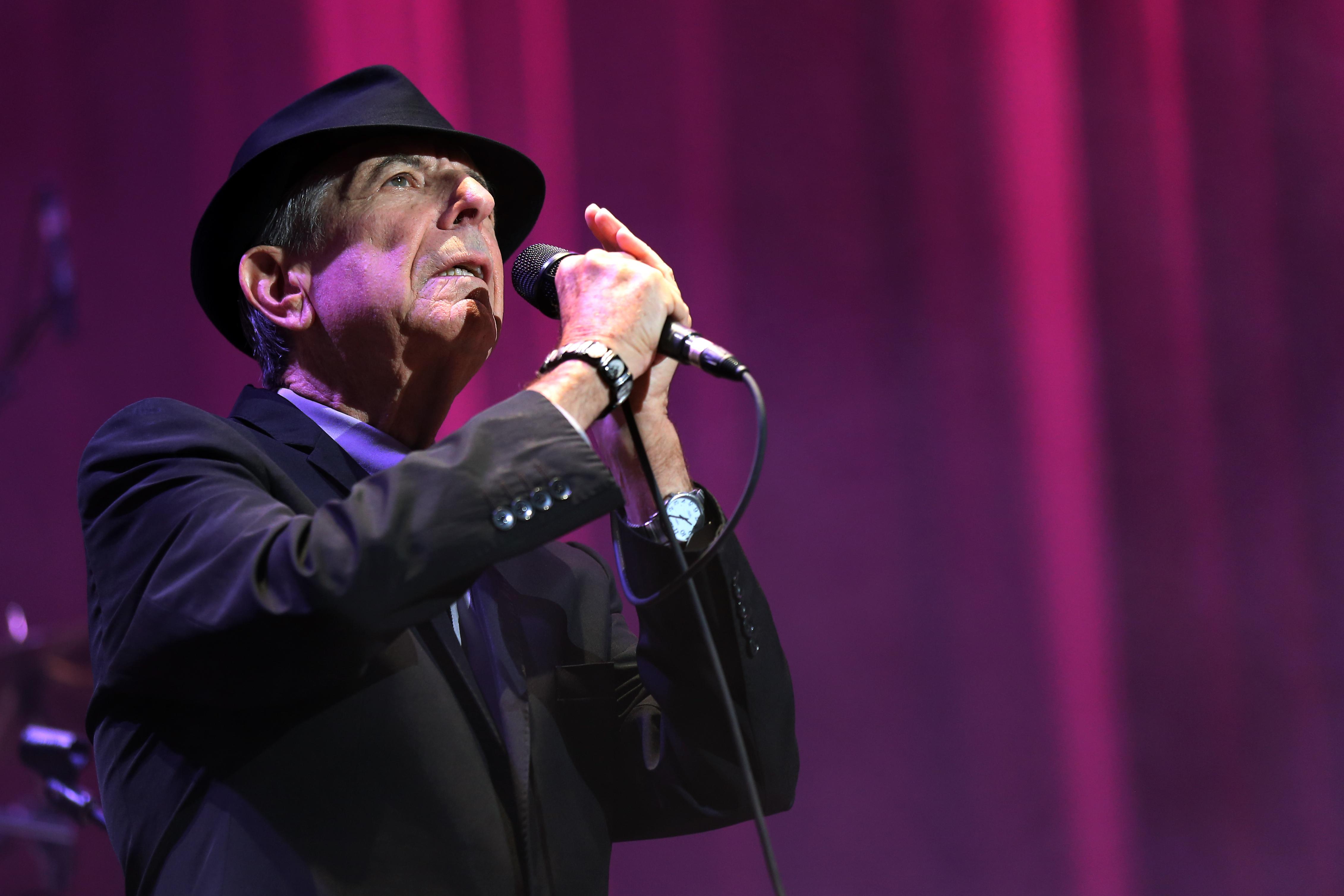 Hallelujah Christmas Lyrics Leonard Cohen.Story Of Leonard Cohen S Hallelujah Is Told In New Book
