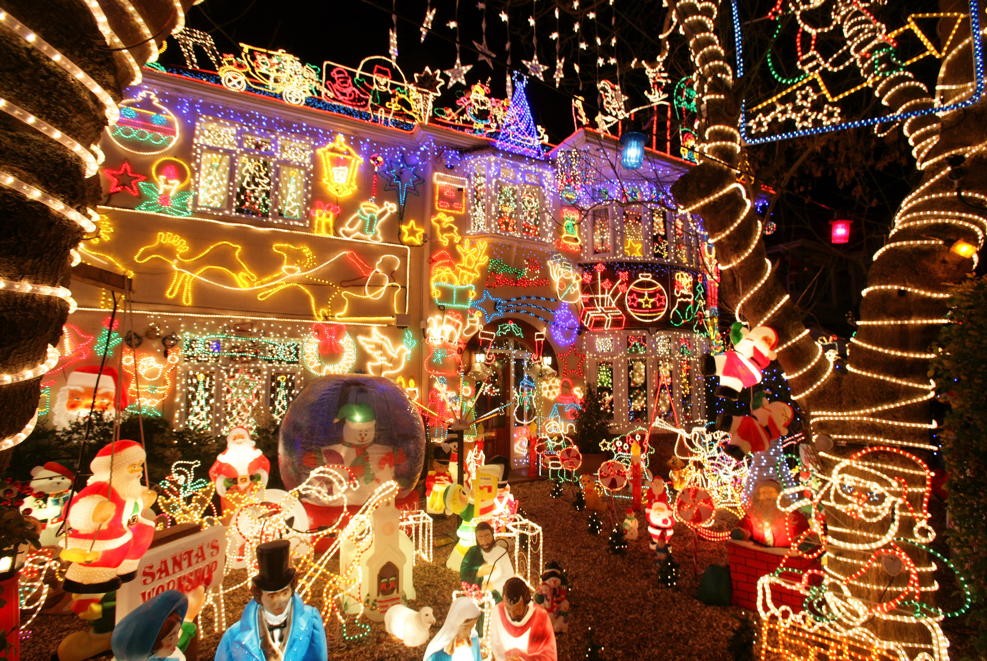 Pictures Of Houses Decorated For Christmas stunning christmas lights - photo 1 - pictures - cbs news