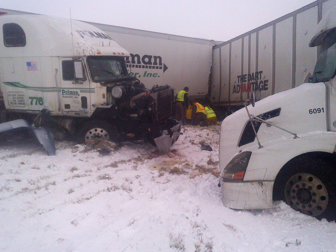 Snow in Midwest leads to 25-car pileup, travel headaches - CBS News