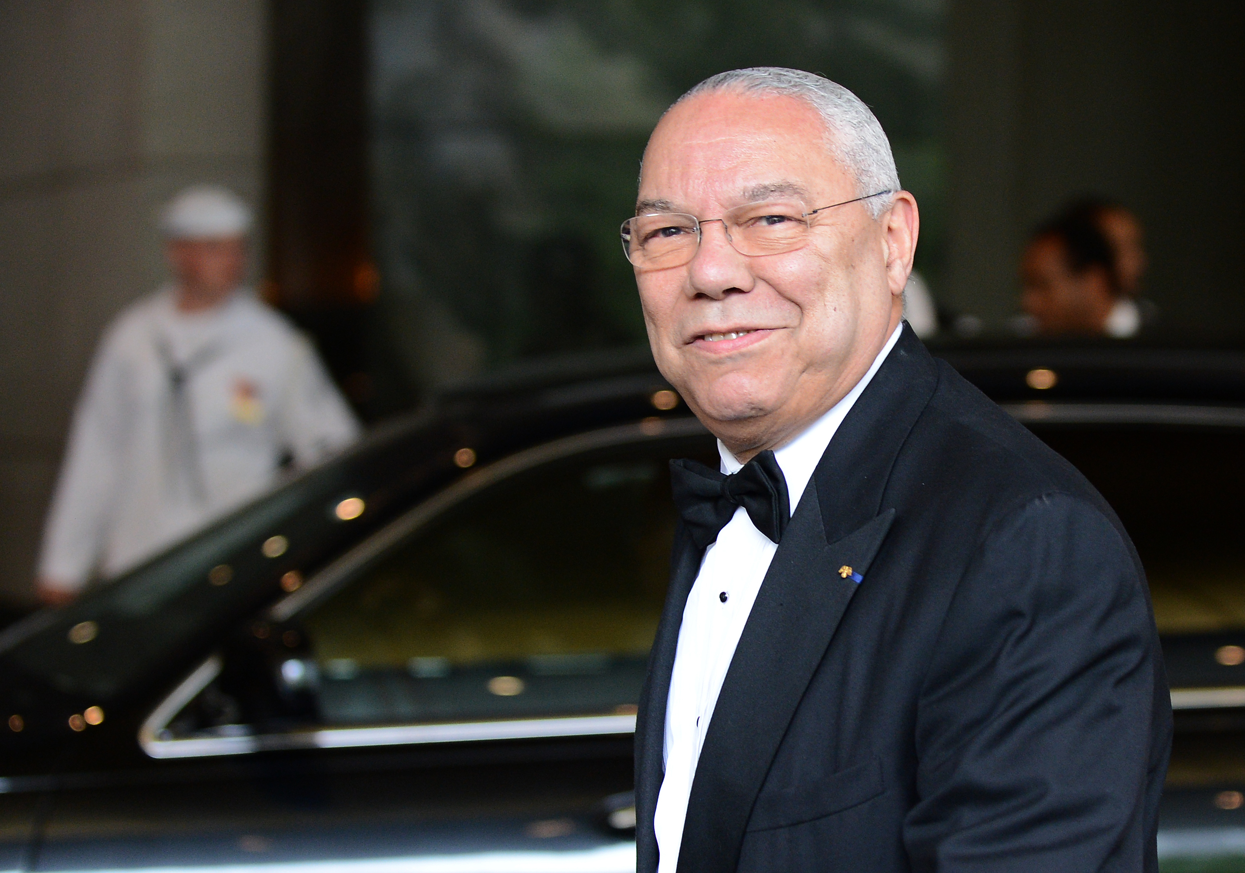Colin Powell's Facebook page hacked - CBS News