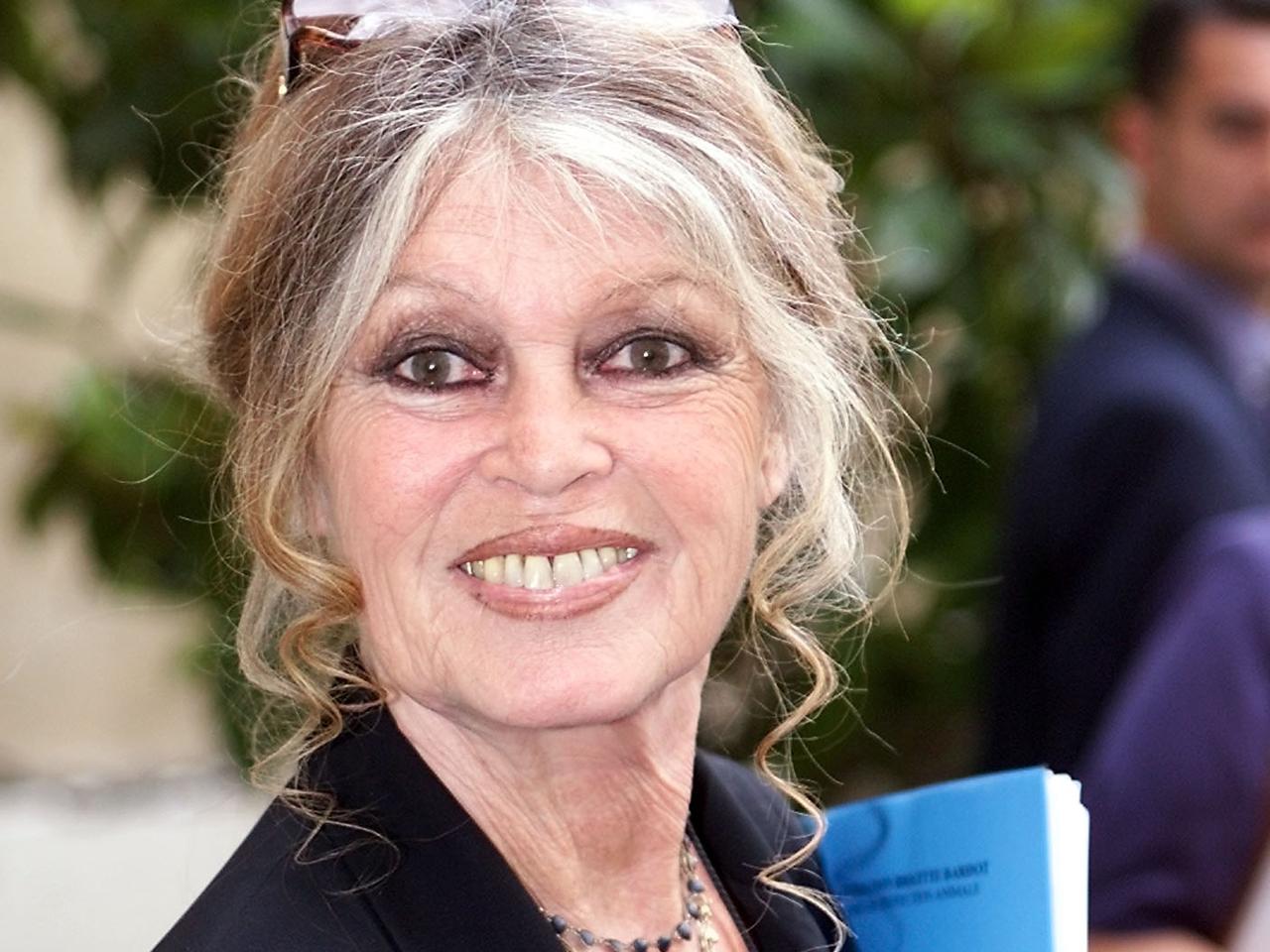 Brigitte bardot threatens to join gerard depardieu in russian exile cbs news - Maison brigitte bardot ...