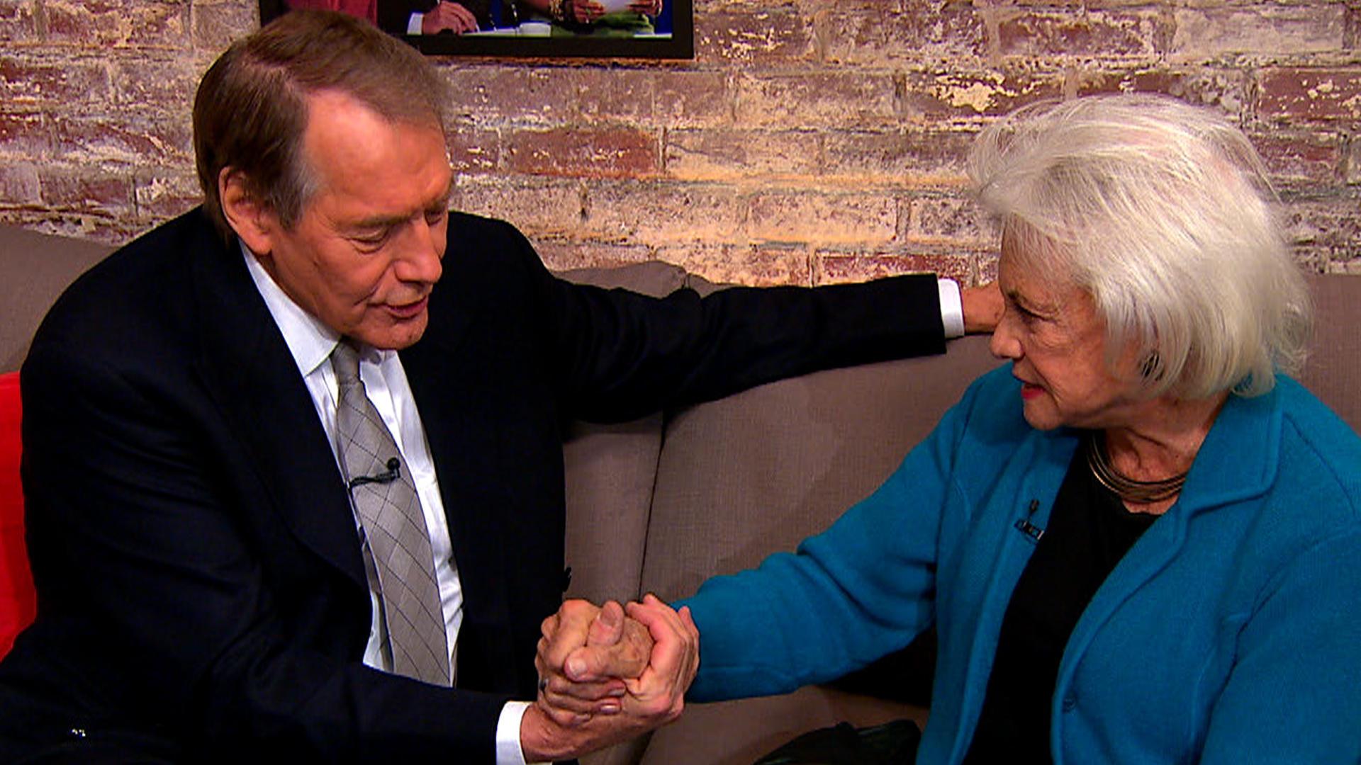 Sandra Day O Connor Quotes Sandra Day O'connor Shares Secret Supreme Court Handshake  Cbs News