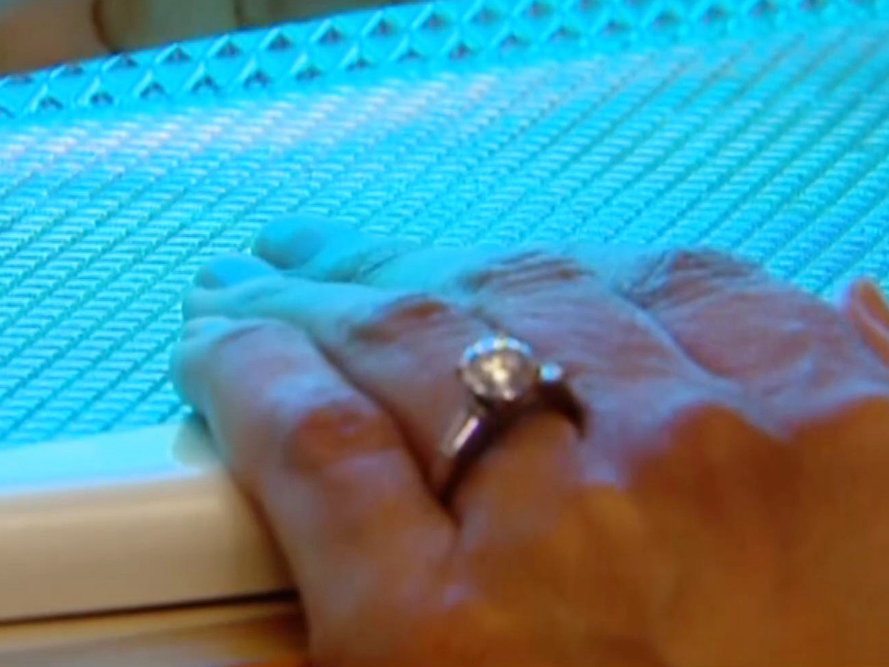 Gel manicures may lead to nail problems and potential skin cancer ...