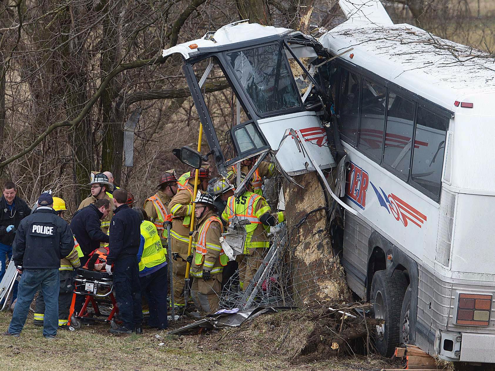 Deadly bus crash kills pregnant coach, driver - CBS News
