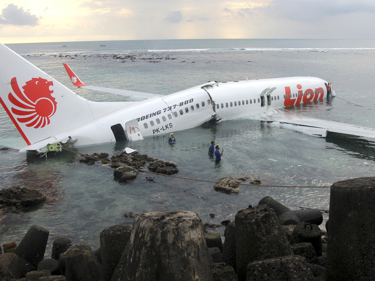 Lion Air jet crashes into sea in Bali; 45 hurt - CBS News