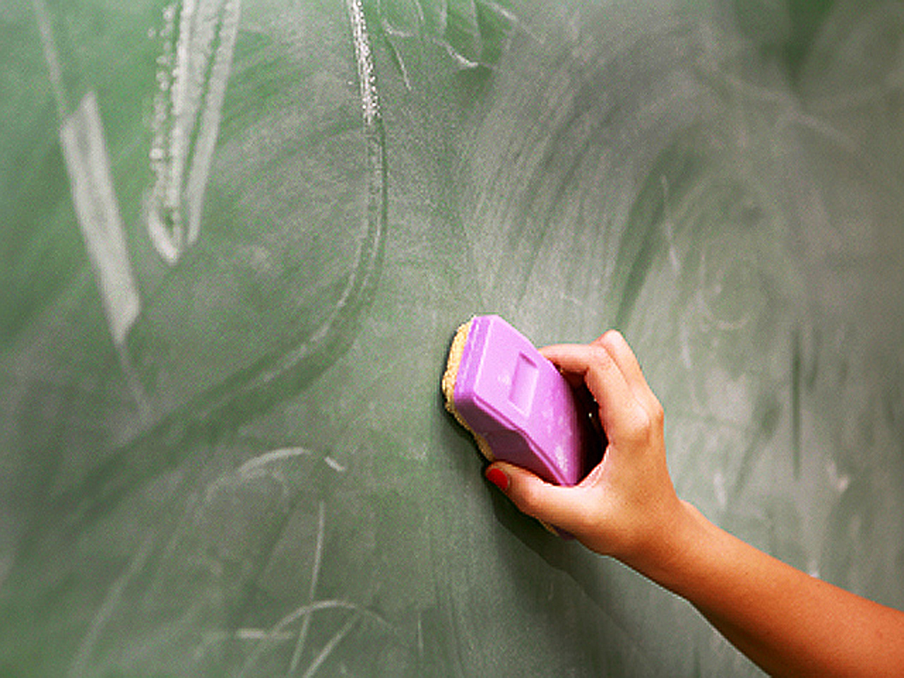 Dustless chalk may cause health woes in milk-allergic kids