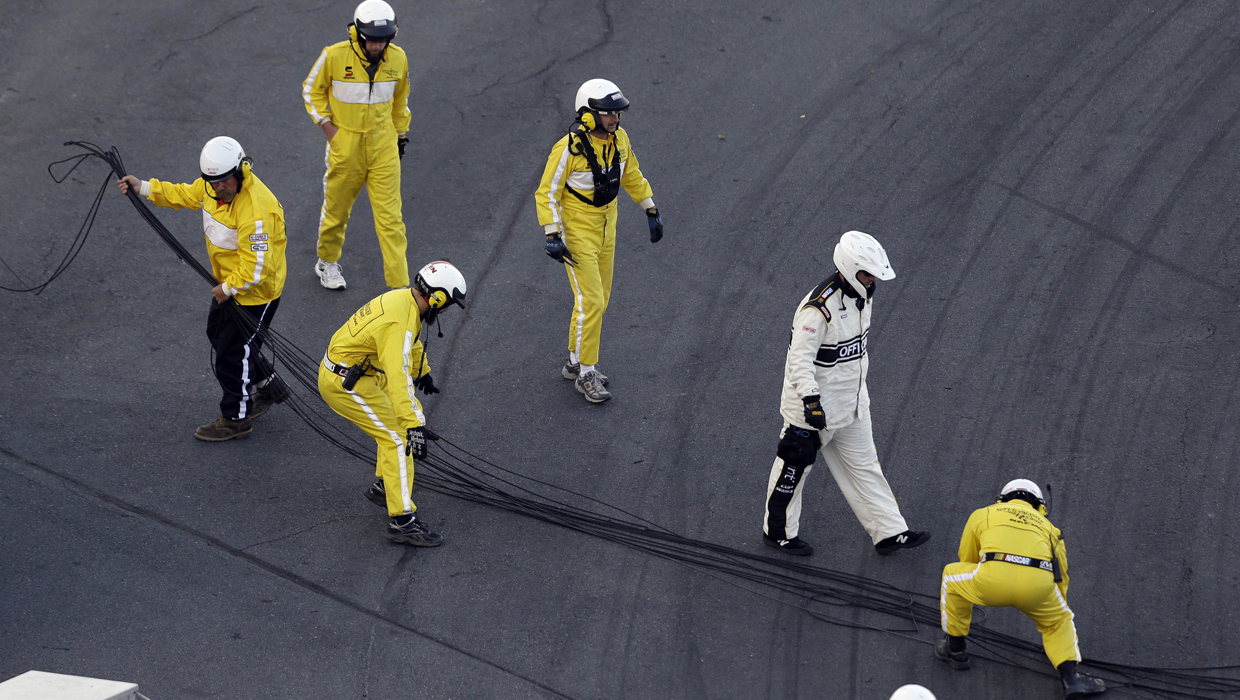 10 Fans Injured When Tv Cable Falls On Race Track Cbs News