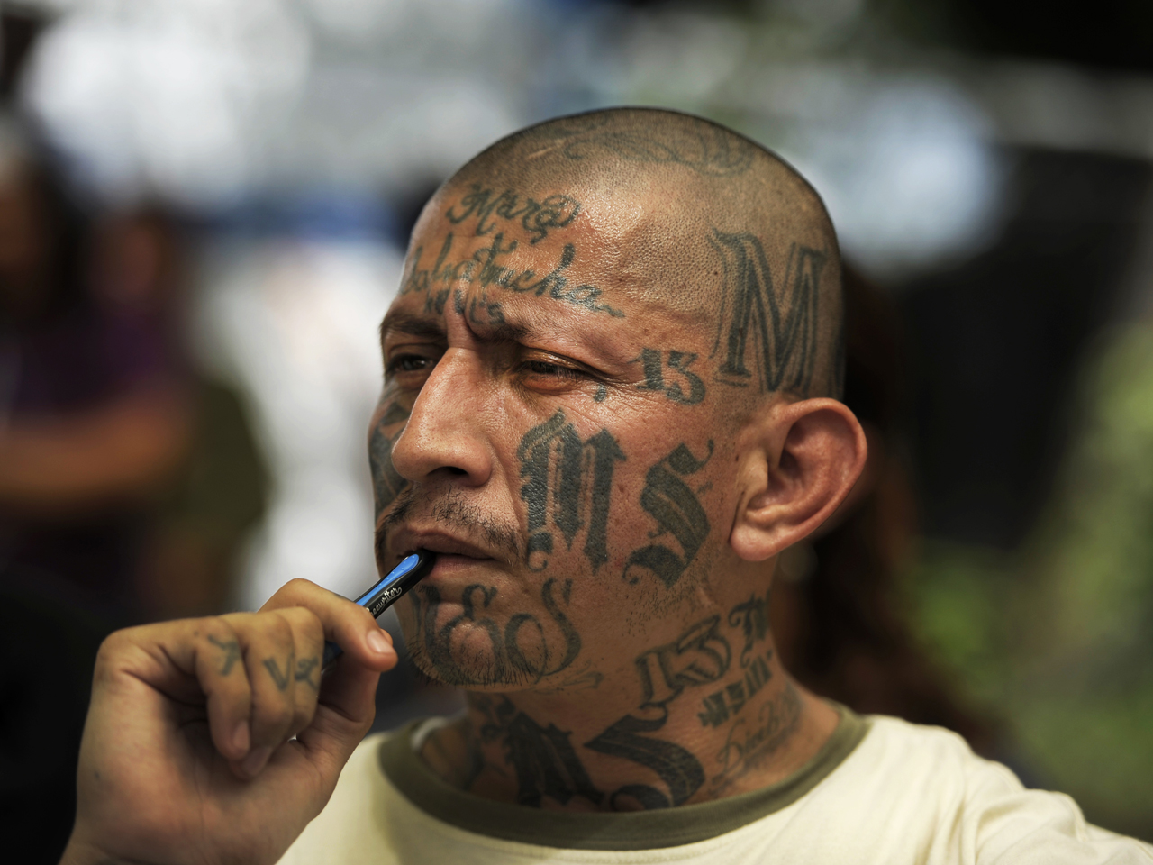 U.S. government targets infamous street gang MS-13 - CBS News