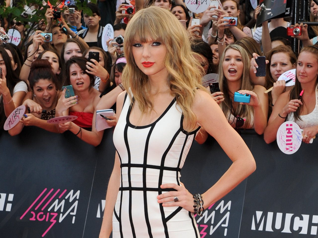 Taylor Swift taps all-star band for CMAs, unveils new song - CBS News