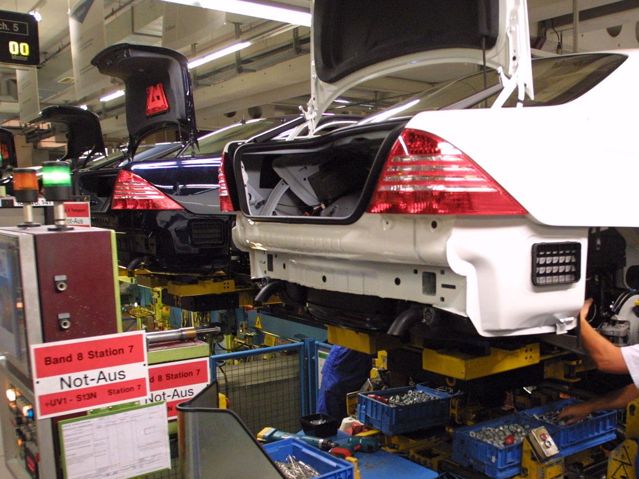 U S  probes C-Class Mercedes for lighting problems - CBS News