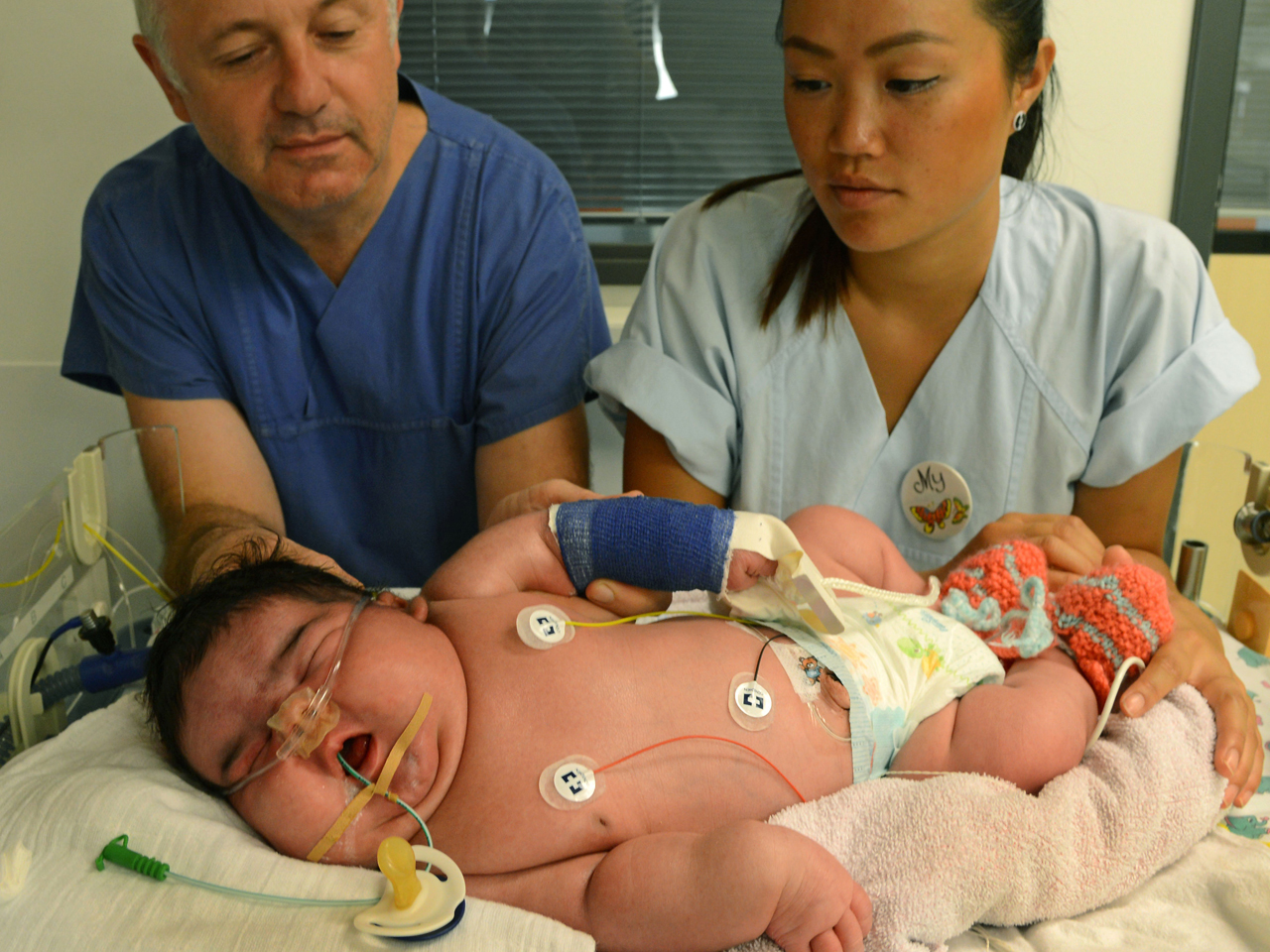 German Baby Jasleen Born 13 5 Pounds Without C Section Cbs News