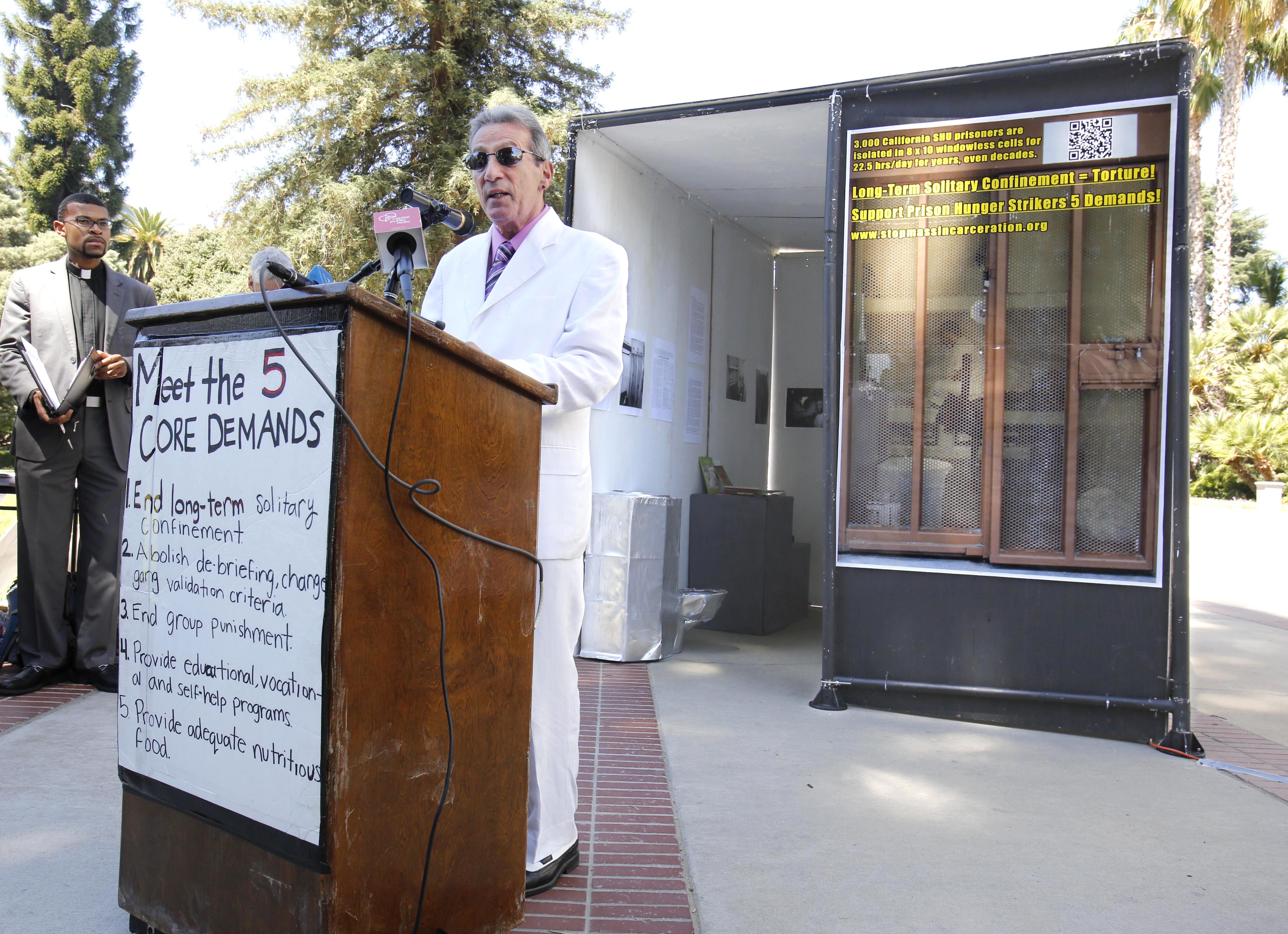 Judge OKs force-feeding California inmates - CBS News