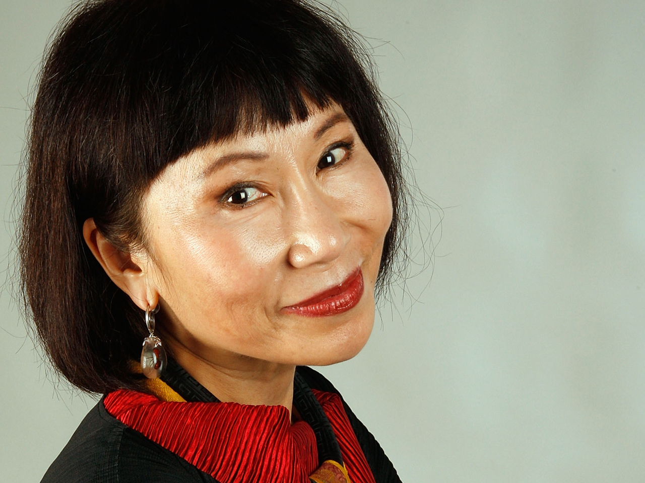 amy tan Amy tan's popular 1989 novel, 'the joy luck club,' is made up of a series of short stories that are interwoven to form a larger narrative 'a pair.