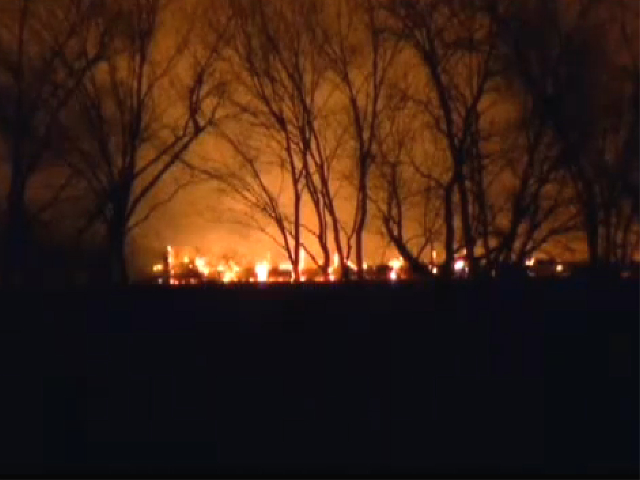 Missouri gas pipeline ruptures, explodes - CBS News