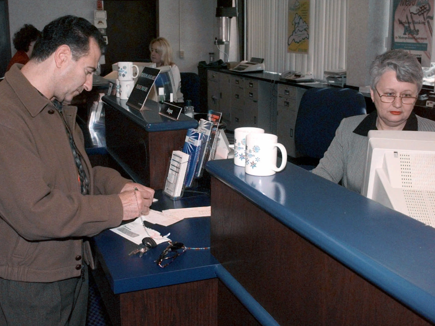 One Third Of Bank Tellers Rely On Public Assistance Cbs News