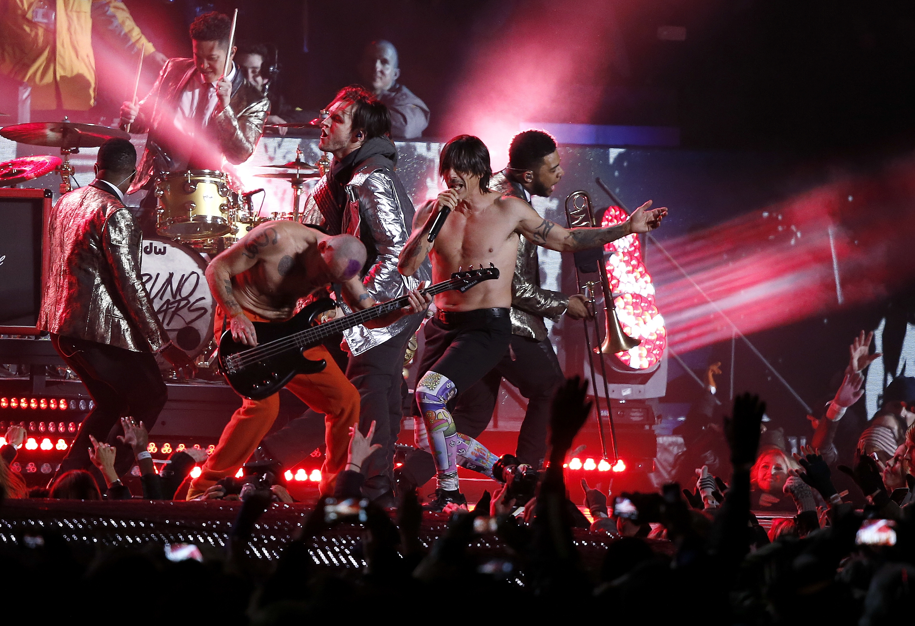 Red Hot Chili Peppers didn't play instruments live at ...