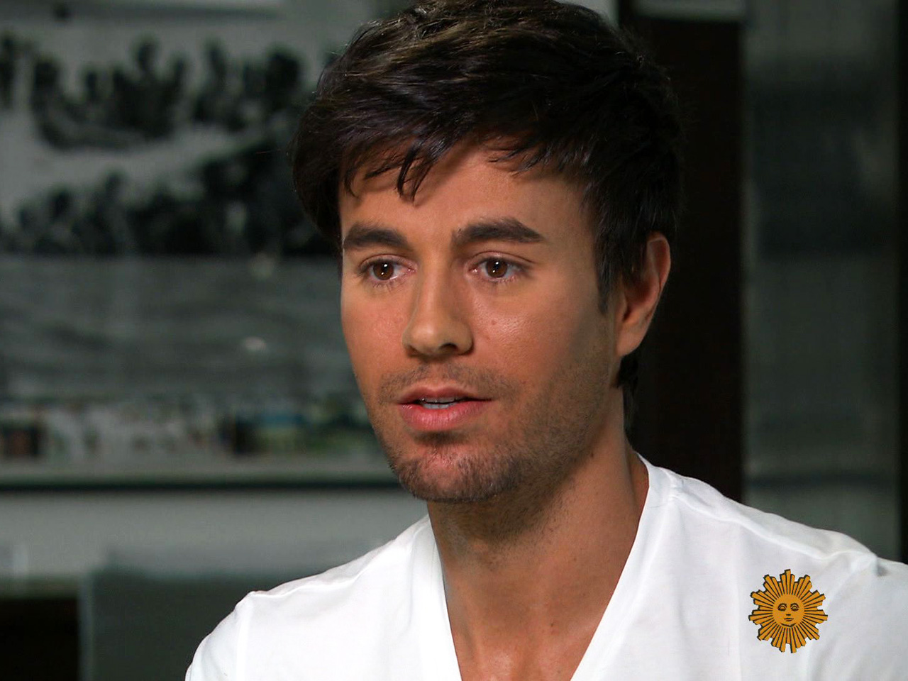 enrique iglesias max hero sm singer father music cbs superstar songwriter stepped grammy winning shadow become famous
