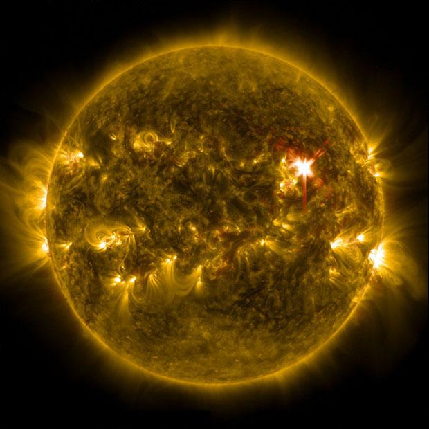 Major solar flare erupts from the Sun - CBS News