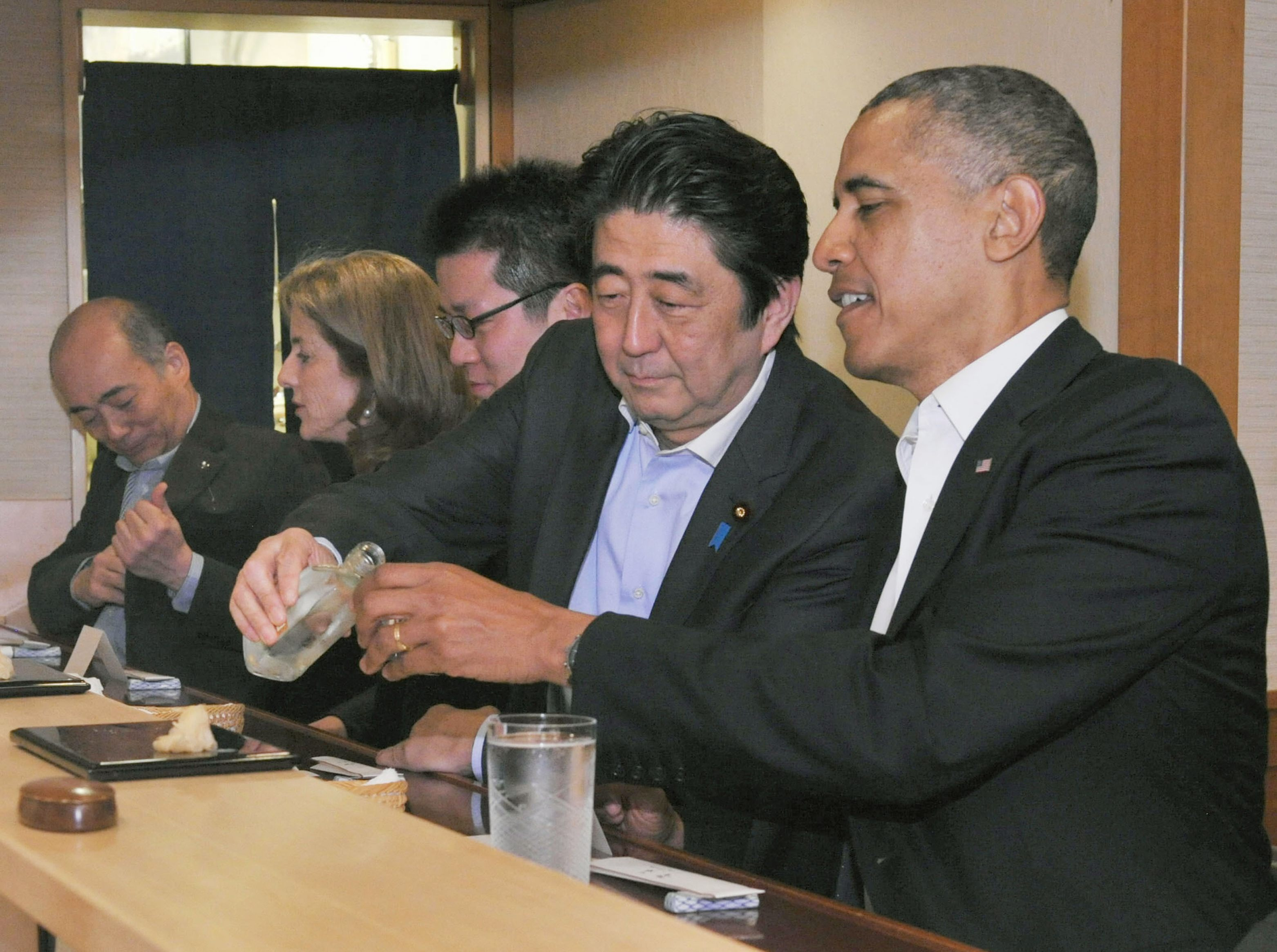 Obama Dines At World Class Sushi Restaurant In Japan Cbs News