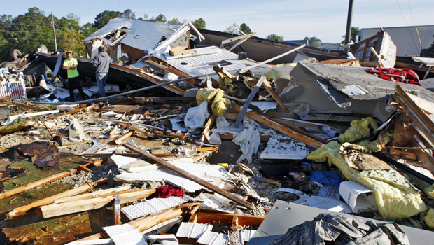 Severe storms slam Midwest as first 2014 tornado death confirmed