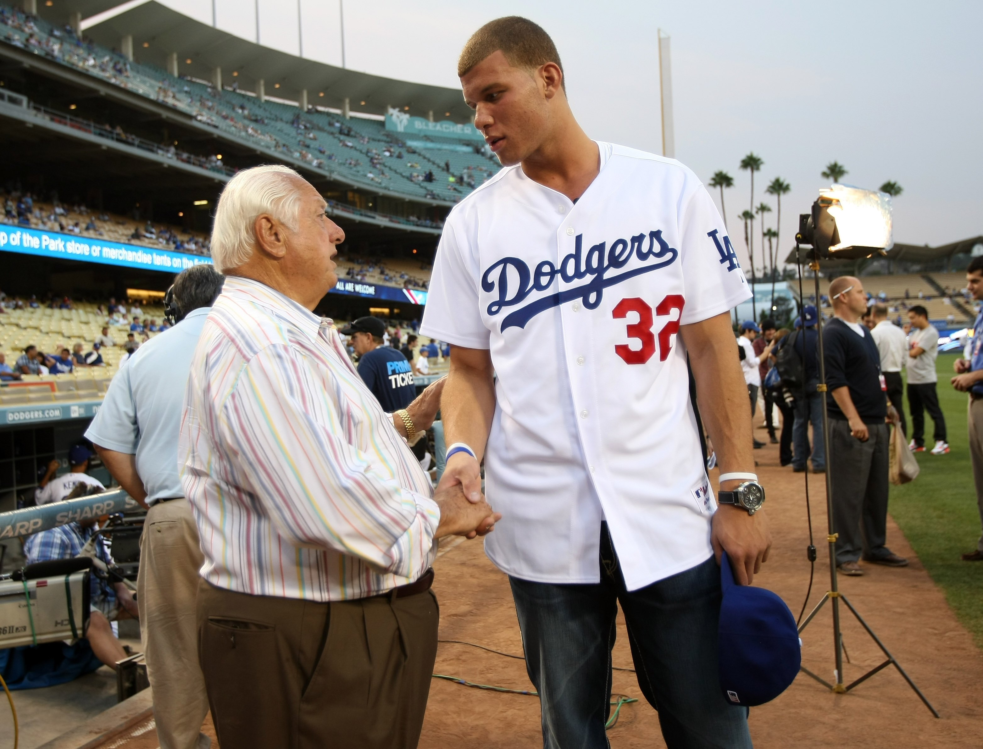 Donald Sterling Scandal Tommy Lasorda Says He Hopes V Stiviano Gets Hit With A Car Cbs News