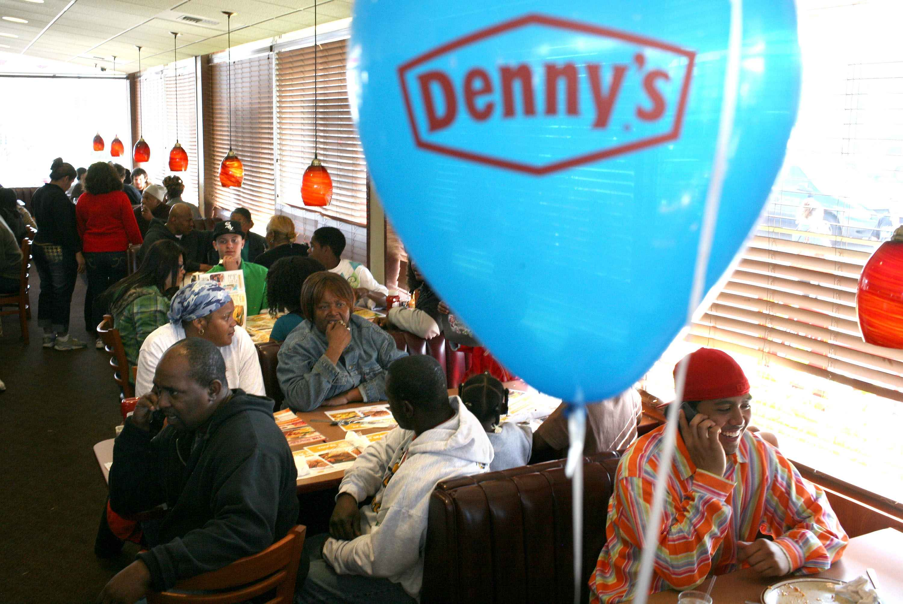 How's the middle class doing? Look at Denny's - CBS News