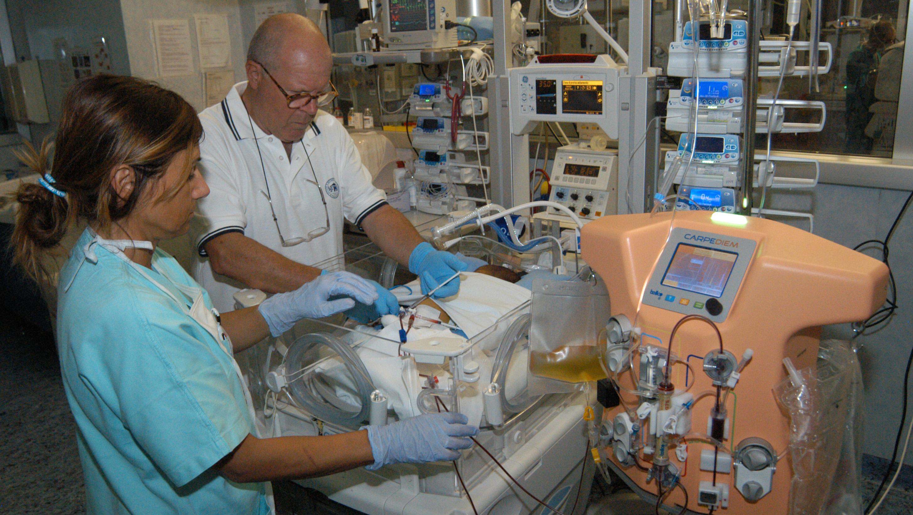 Doctors design mini dialysis machine for babies - CBS News