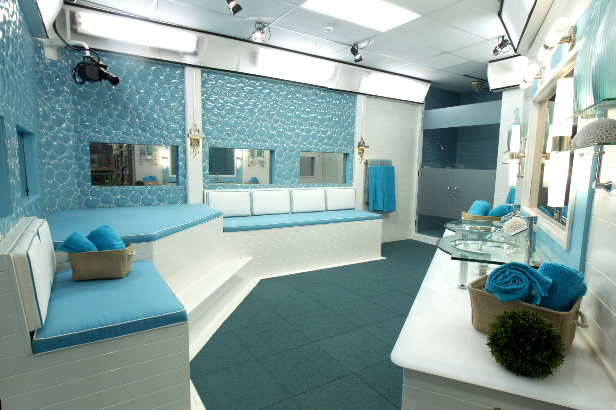 Julie chen takes you inside the new big brother house for New house big