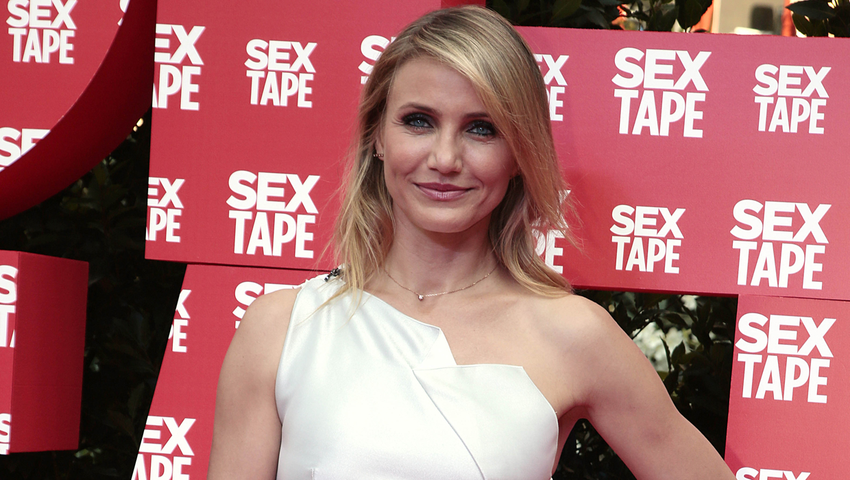 "Cameron Diaz bares all in ""Sex Tape"" movie - CBS News"
