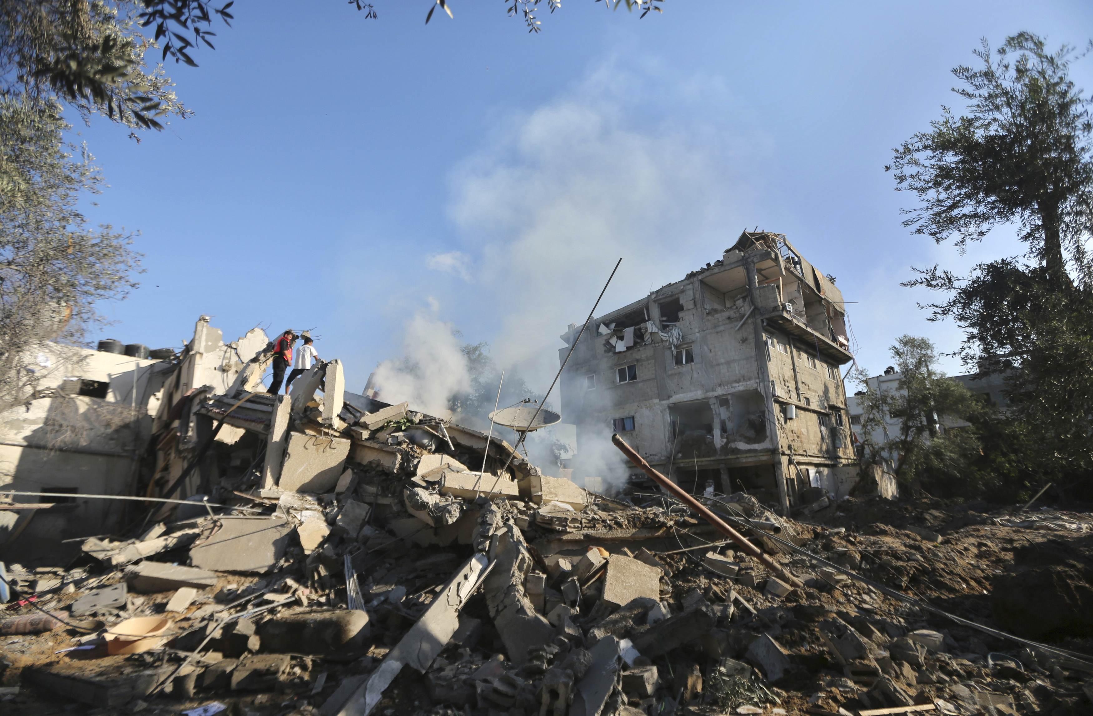 Israel targets homes of senior Hamas leaders