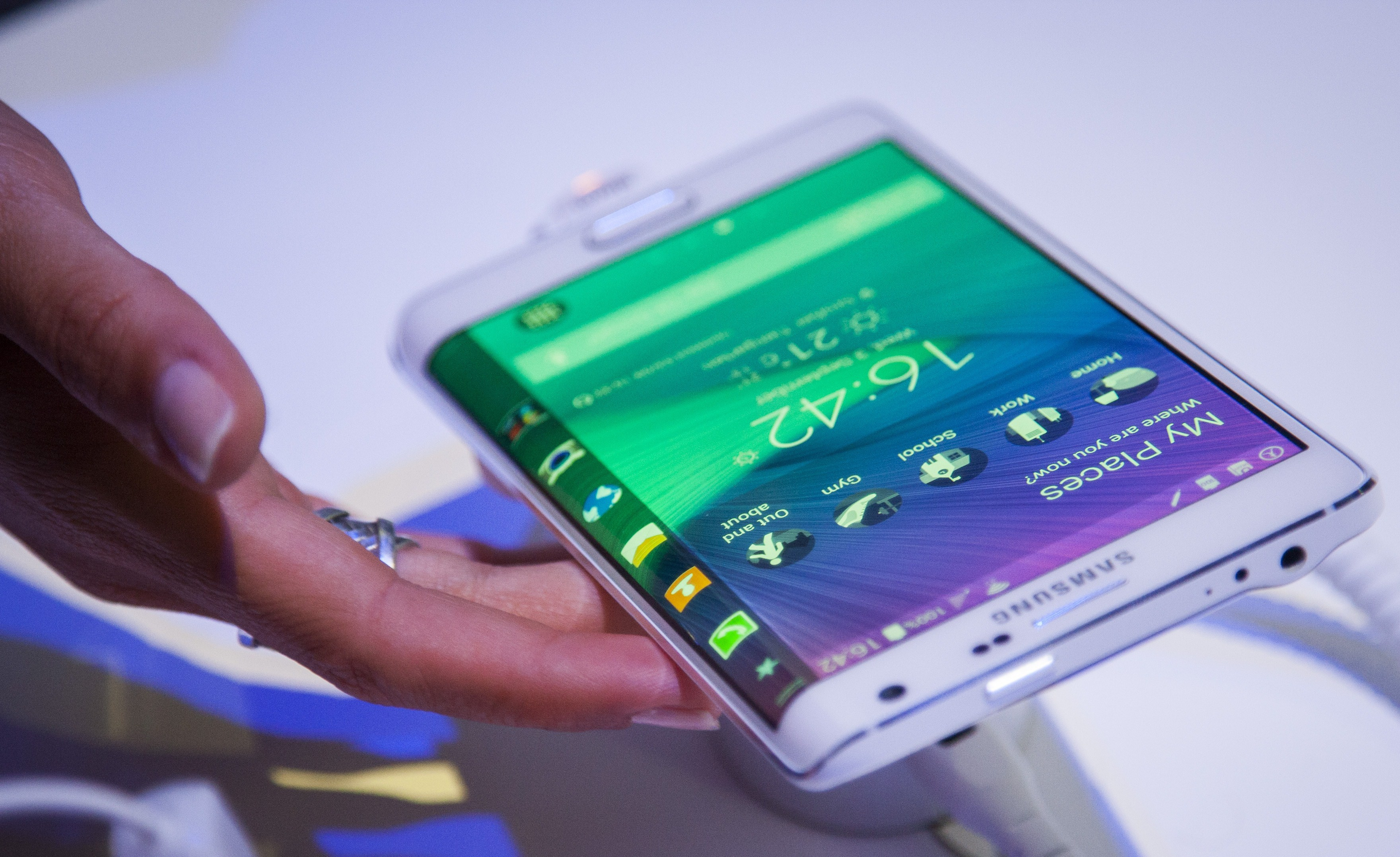 Samsung unveils Galaxy Note 4, Galaxy Note Edge phones - CBS News 36409ffd2403